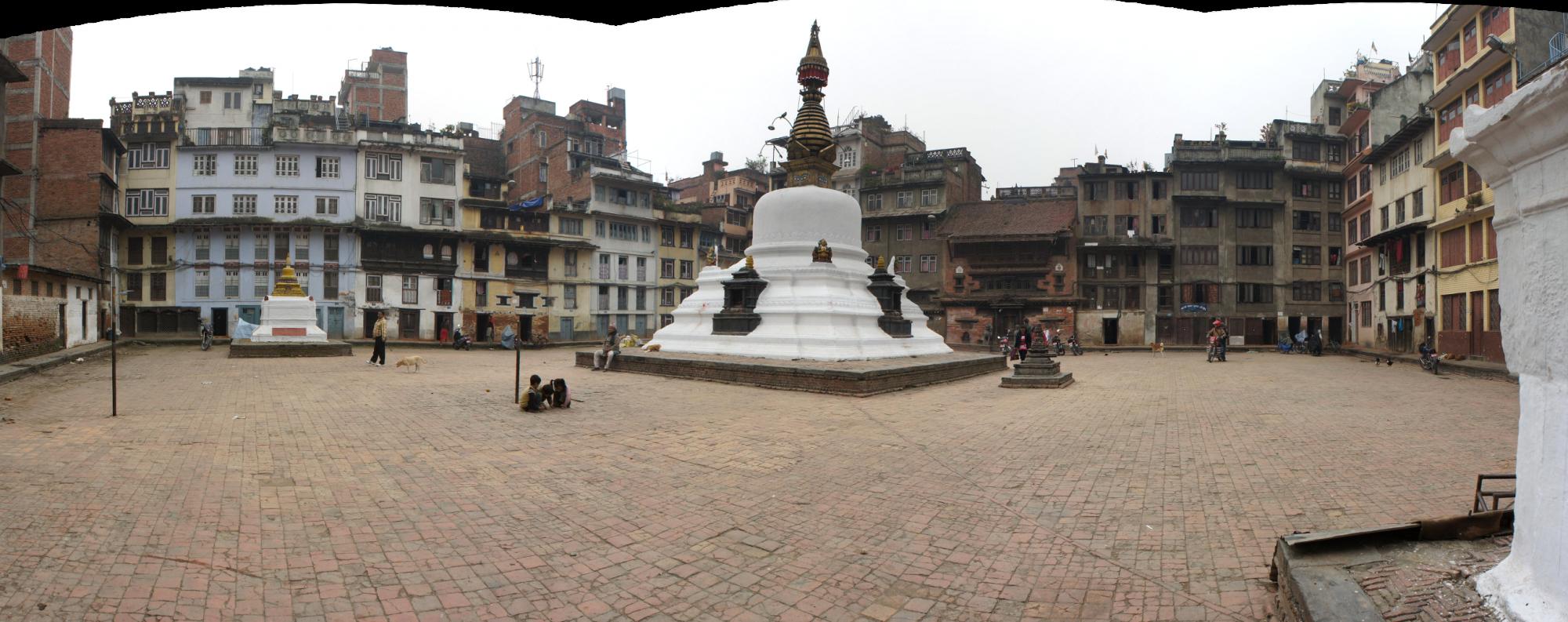 Stupa dans une cour intérieure